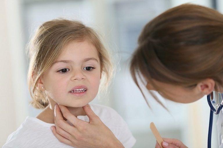 Как лечить горло в домашних условиях народными средствами у ребенка