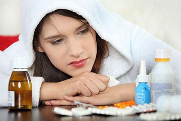 прием лекарств от горла