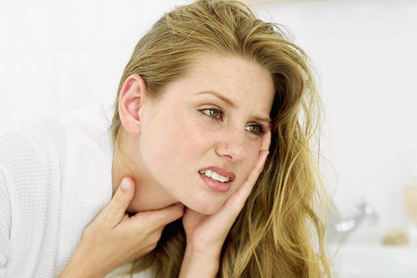 першит и болит горло