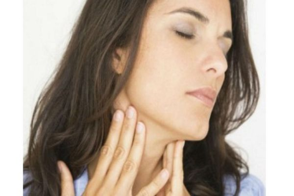 резкие боли в горле