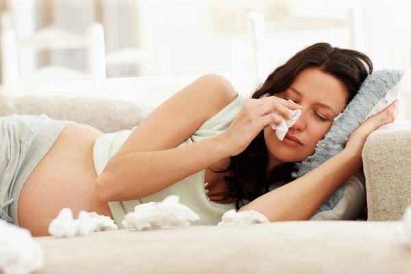 чем можно лечить больное горло при беременности