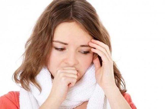 у девушки заболело горло