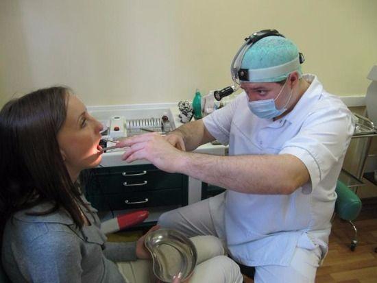 проведение процедуры по удалению миндалин